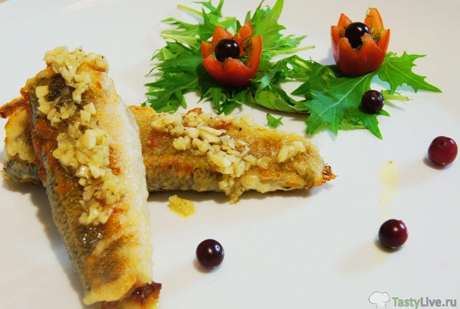 Жареная рыба нататень со средиземноморским соусом