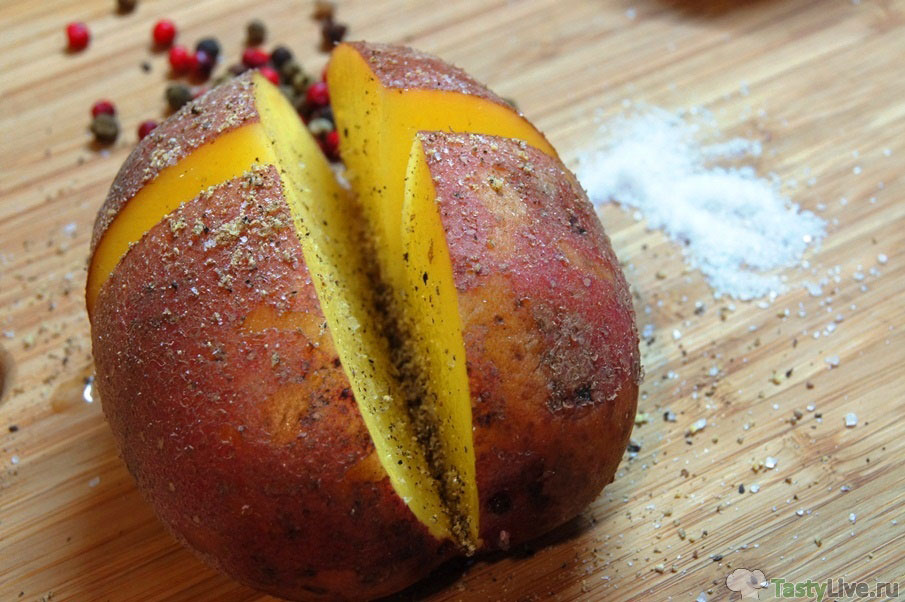 Печеный картофель в духовке в фольге